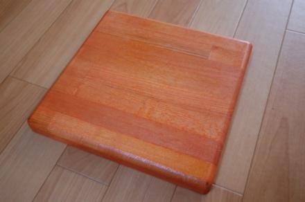 ロフトの階段ホワイトアイアン スマートステップ タモ集成材ゴムの木集成材オレンジ色に着色