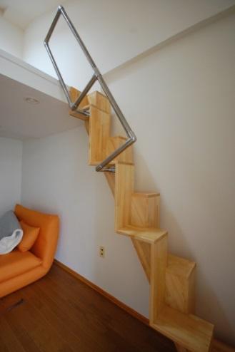 ロフトの階段互い違い階段TX-type前景