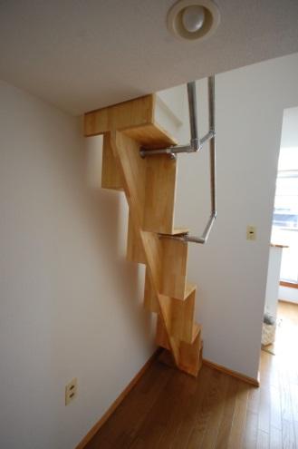 ロフトの階段互い違い階段TX-type背面 /