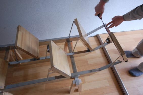 分解組み立てできる互い違い階段 引っ掛け金具