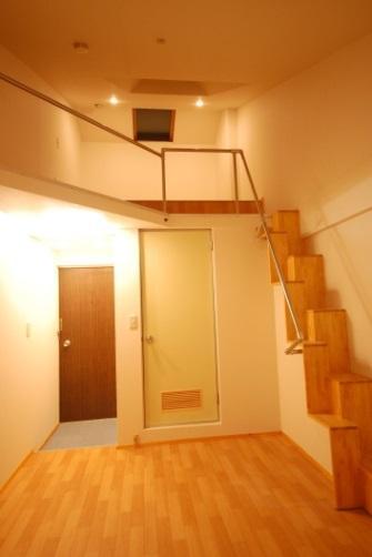 互い違い階段ΔE-typeは狭い部屋に設置できます。
