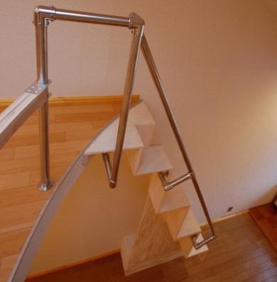互い違い階段ΔE-typeは上部が丸くても設置できます