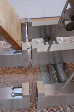 ロフトの階段ホワイトアイアン スマートステップ 2分割によるコネクタによる接合