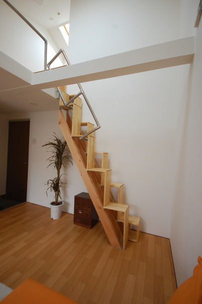 ロフトの階段互い違い階段7