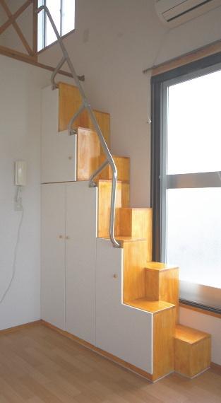 家具階段 斜め正面図