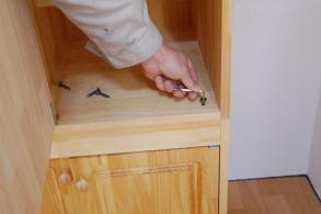 家具階段一段目と二段目を固定する