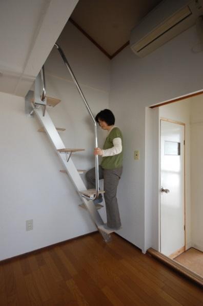 ロフトの階段互い違い階段ロフトくん 階段のように上ることができます。