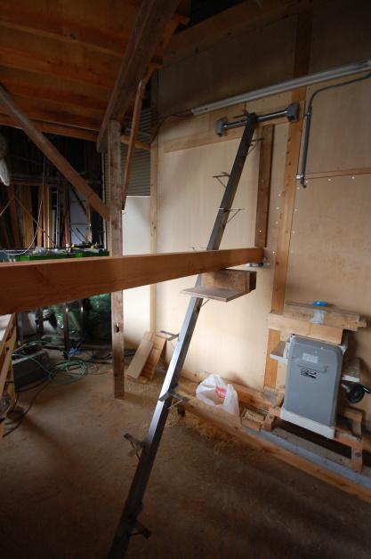 ロフトの階段互い違い階段ロフトくん 荷重試験中
