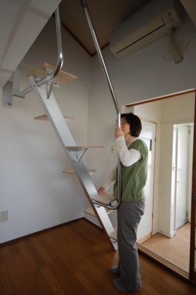 ロフトの階段互い違い階段ロフトくん 取付前