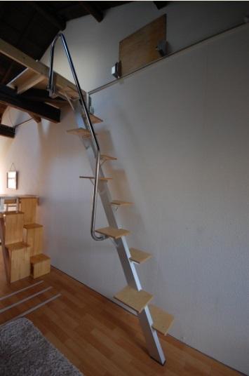 ロフトの階段互い違い階段ロフトくん 斜め前