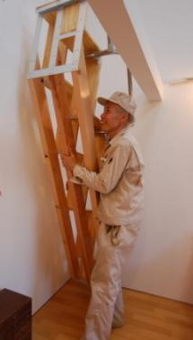 ロフトの階段互い違い階段の製作者