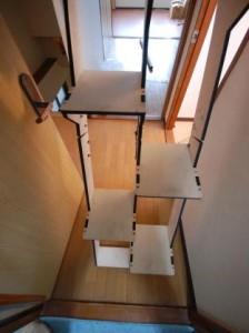 折り畳み互い違い階段床との下部