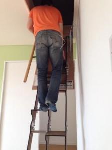 折り畳み互い違い階段施工例茨城県W様上っているところ