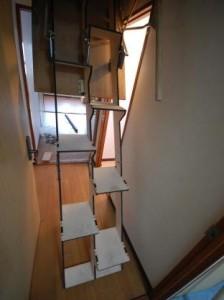 折り畳み互い違い階段全体