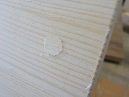 埋め木 埋め木余分部分を「あさり」のないノコギリで切断