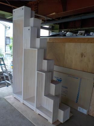 白い家具階段垂直分割型