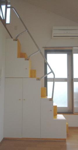 家具階段にも手すりが付いています。