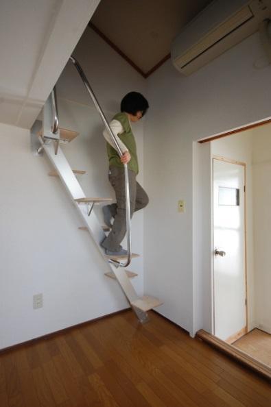 上りやすい互い違い階段にしたカスタマイズできるアパート 例