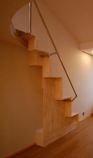 ロフトの互い違い階段の施工例2裏面