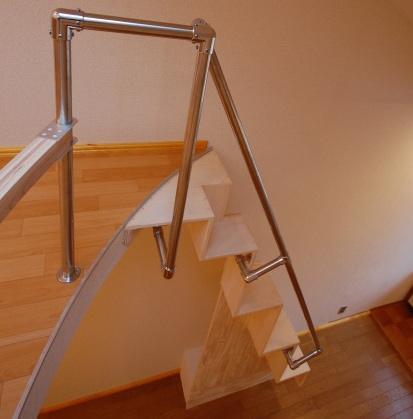 ロフトの互い違い階段の施工例2上面
