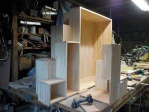 家具階段横分割 奥が下側手前が作りかけの上側