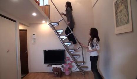 互い違い階段を上る