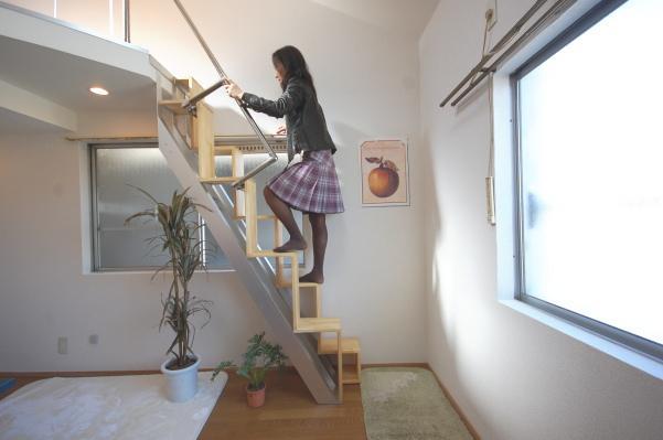 互い違い階段LX-typeは上りやすい