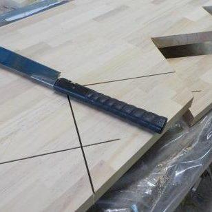 TX-Type中央ビームの製作 残り部分を手鋸で切断