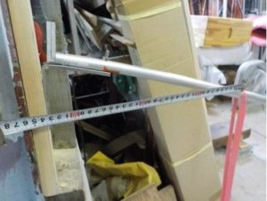 折り畳み互い違い階段の手すり取付根元 ステンレスアングルを用いる場合 4689N・cmで曲がる