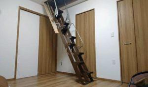 折り畳み互い違い階段施工例千葉県ちばっしー様 横から