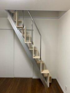 大阪O様互い違い階段側面写真
