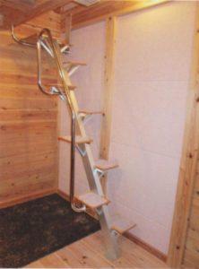 新設ロフトにロフトくんを取り付けました。互い違い階段写真