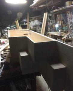 互い違い家具階段 分割の中段組み立て中